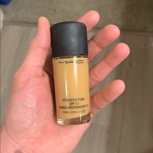 MAC NC30 Studio Fix foundation